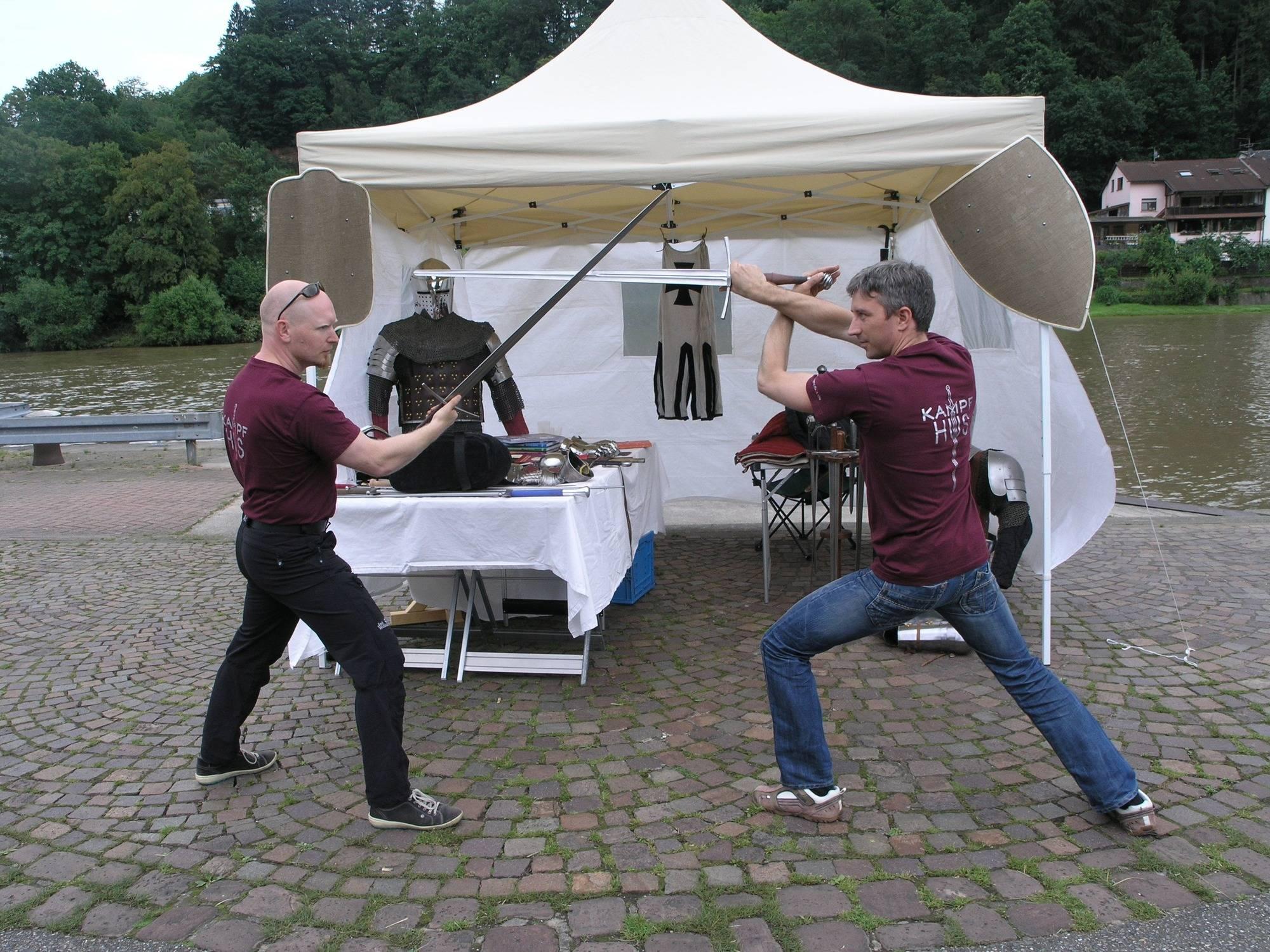 Kampfhûs beim lebendigem Neckar in Hirschhorn 2016